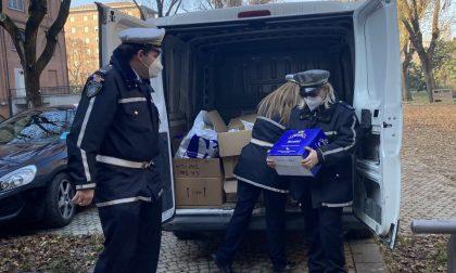 415 kg di pasta (e molto altro) dai volontari della Polizia Municipale ai più bisognosi