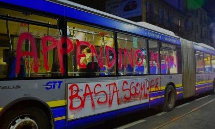 Bus della GTT imbrattato con minacce di morte alla Sindaca