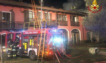 Brucia una casa, intervengono i Vigili del Fuoco