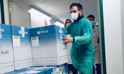 Le foto dell'arrivo a Torino delle prime 17.800 dosi di vaccino AstraZeneca