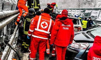 Il video e le foto del maxi tamponamento sull'A32 Torino-Bardonecchia: due morti e 31 feriti