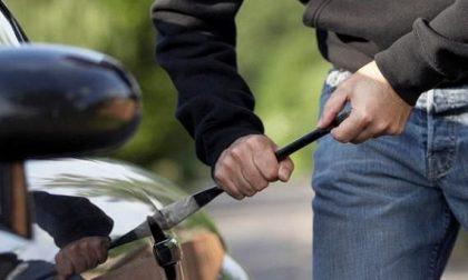 Arrestato ladro d'auto, con un telecomando impediva la chiusura delle portiere