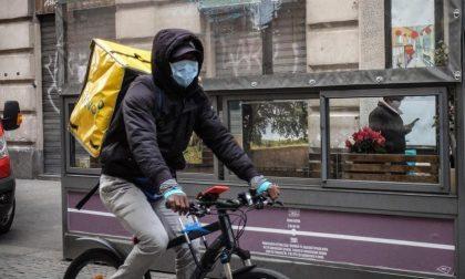 """Rider aggrediti in piazza Castello, responsabili individuati grazie agli """"assistenti pedonali"""""""