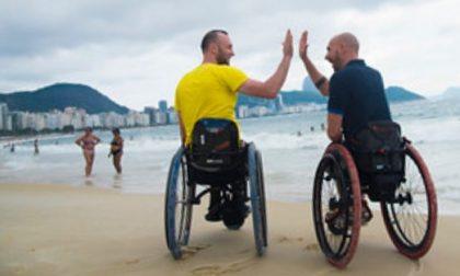 Disabile a chi? La lezione di vita di Luca e Danilo, fra handbike e parapendio