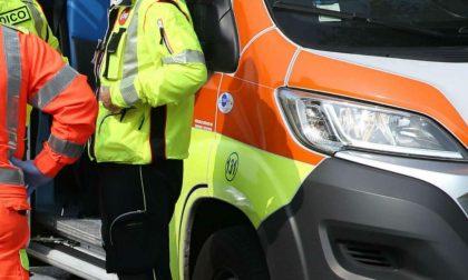 Travolge un'auto con madre e figlia a bordo e fugge: fermato da due poliziotti fuori servizio