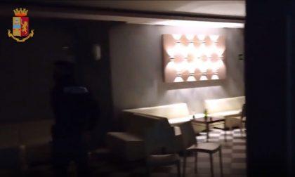In 80 a una festa clandestina in discoteca, all'arrivo della Polizia il fuggi fuggi in garage
