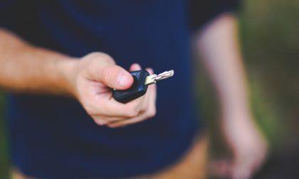 16enne con l'auto dei genitori percorre a folle velocità le strade di Torino: 11 verbali e maxi multa