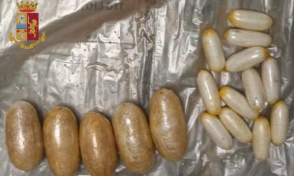 Una insospettabile spacciatrice 49enne inghiotte un chilo e mezzo di droga, beccata in Barriera