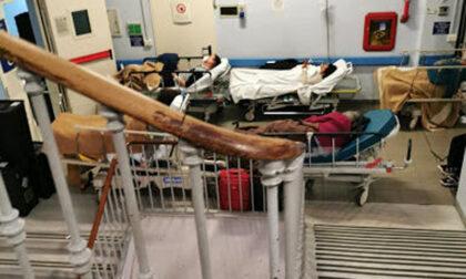 Pazienti sul pianerottolo in ospedale: la rabbia del sindacato infermieri del Piemonte