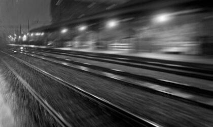 Uomo travolto e ucciso da un treno in stazione