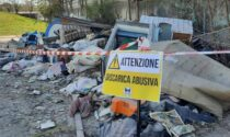 """Le foto della discarica abusiva a Mirafiori Sud nei pressi del Mausoleo della """"Bela Rosin"""""""