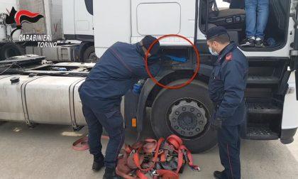 Tir di hashish fermato a Orbassano: quando il camionista diventa corriere della droga