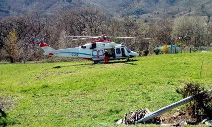 Boscaiolo precipita in una riva scoscesa: in ospedale in elisoccorso