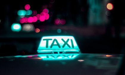 """Trasporto abusivo di passeggeri: continua il business dei """"black taxi"""" a Porta Palazzo"""