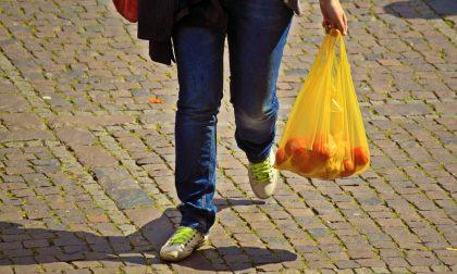 Sequestrata una tonnellata di sacchetti di plastica non compostabili al mercato di Porta Palazzo