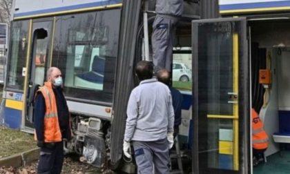 Deragliamento tram in piazza Caio Mario, sospeso (cautelativamente) l'autista