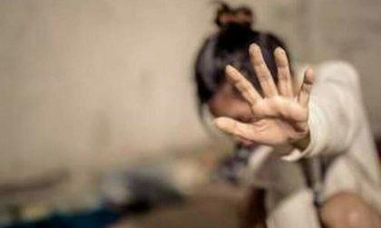 Scaglia la fidanzata contro il termosifone: arrestato 20enne