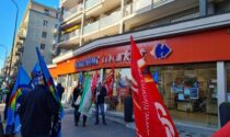 Presidio al Carrefour di via Tripoli: minacce di morte al sindacalista e lavoratori puniti con la cassa integrazione
