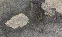 """L'asfalto """"colabrodo"""" di corso Molise è tutto un rattoppo ed è sempre più pericoloso"""