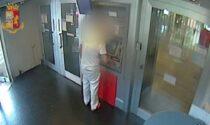 OSS ripulisce il conto corrente di un'anziana ricoverata nella RSA in cui lavora