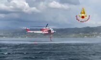 Tuffo dall'elicottero nel lago di Viverone per salvare persona in acqua, ma è un addestramento
