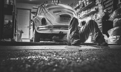 Blitz in carrozzeria abusiva: attrezzature sequestrate e sanzioni per 10mila euro