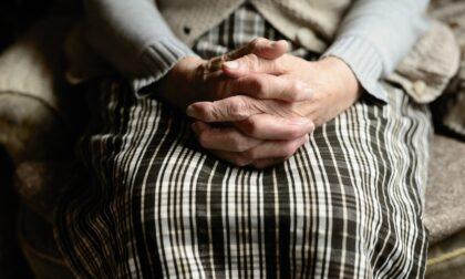 Anziani legati a sedie e carrozzine nelle Rsa piemontesi, la denuncia del difensore civico