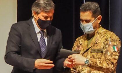 """Icardi dona copia della penna di Pavese al Generale Figliuolo: """"Auguriamoci che possa firmare grandi forniture di vaccini"""""""