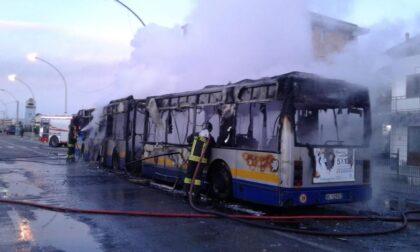 Autobus Gtt prende fuoco durante la marcia: passeggeri in salvo
