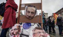 Scontri al corteo del 1° Maggio: Draghi decapitato (simbolicamente) in piazza Castello