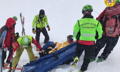 Scialpinista si rompe una gamba, salvato dal Soccorso Alpino