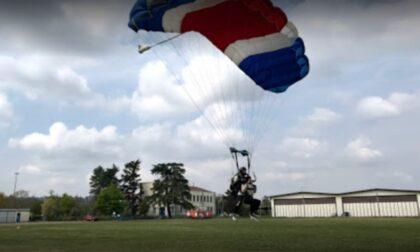 Si scontrano a pochi metri dall'atterraggio: due paracadutisti gravissimi