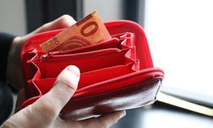 Trovati con tre borselli e sette portafogli: coppia di rumeni fermata per ricettazione