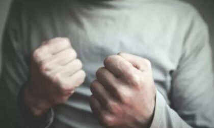 Senza fissa dimora aggredisce la titolare di un bar dopo aver tentato una rapina