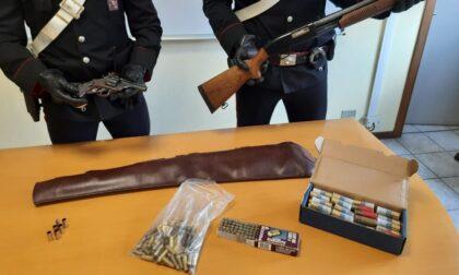 Spara dal balcone di casa con una pistola: disarmato ed arrestato