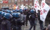Scontri al corteo del Primo Maggio di Torino: tre contusi