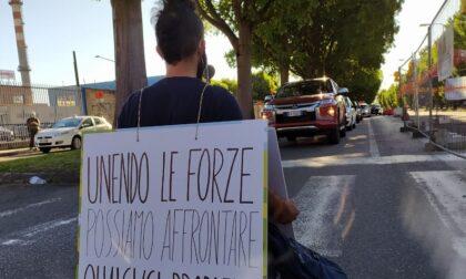 Ambientalisti ultrà bloccano il traffico contro Leonardo Spa