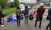 Licenziamenti ex-Embraco, esplode la rabbia dei lavoratori: il Governo sotto accusa