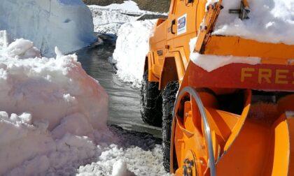 Neve: lavori in corso per liberare le strade di montagna