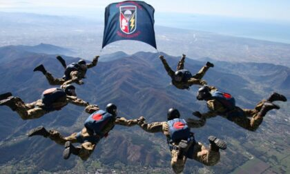 Cumiana e Volpiano capitali dei paracadutisti militari: tre giorni di esercitazioni