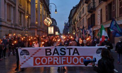 Covid, fiaccolata di Fratelli d'Italia contro il coprifuoco