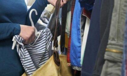 Sorpresi a rubare in negozio di abbigliamento: hanno 17 e 18 anni