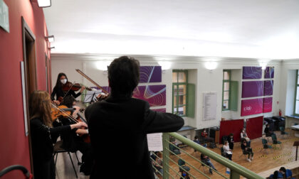 I musicisti del conservatorio allietano i cittadini al Centro Vaccinale dell'Università di Torino