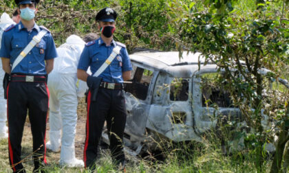 Cadavere carbonizzato rinvenuto all'intero di un'auto bruciata, non si esclude alcuna pista