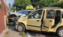 Le foto dello scontro tra auto a Rivarolo: feriti una 60enne e due ragazzi di 9 e 19 anni