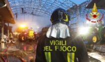 Fienile a fuoco in azienda agricola, 30 Vigili del Fuoco impegnati a spegnere le fiamme