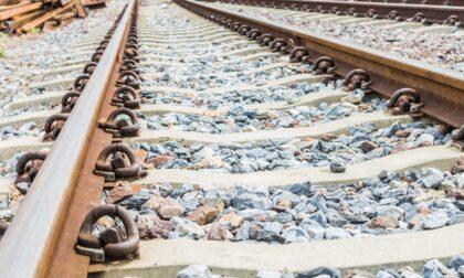 Treno travolge e uccide un uomo: inutili i soccorsi