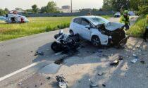 Le foto dello schianto frontale tra auto e scooter, morto motociclista