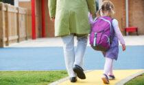 Nonno va a prendere nipotina all'asilo, ma si porta a casa la bimba sbagliata