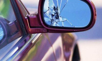"""Tenta la """"truffa dello specchietto"""", ma l'anziano automobilista non ci casca"""